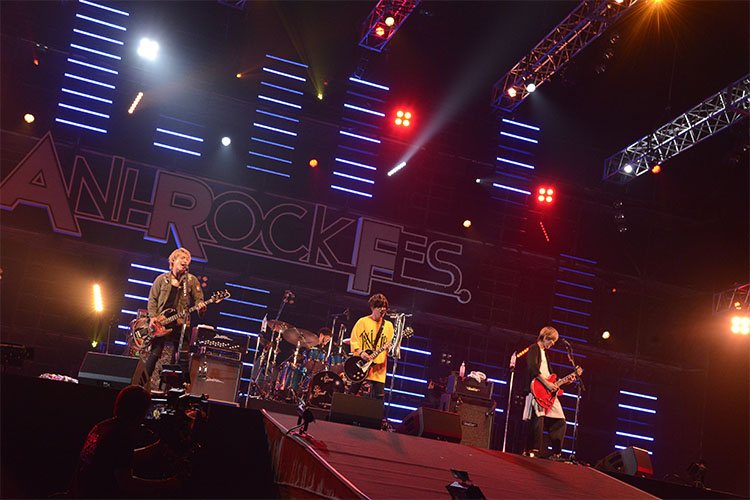 『ANI-ROCK FES. 2018/銀魂 LIVE CARNIVAL 2018』BLUE ENCOUNTのステージ